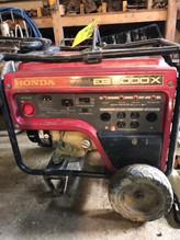 Red Honda EB 5000X