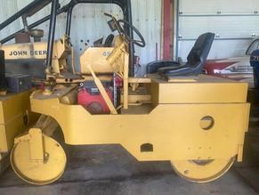 119-1-pucket-bros-3-4-ton-gasoline-vibratory-asphalt-roller-honda-20hp.jpg