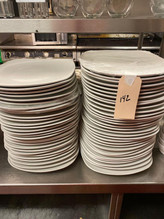 142-1-2-stacks-of-large-entree-plates