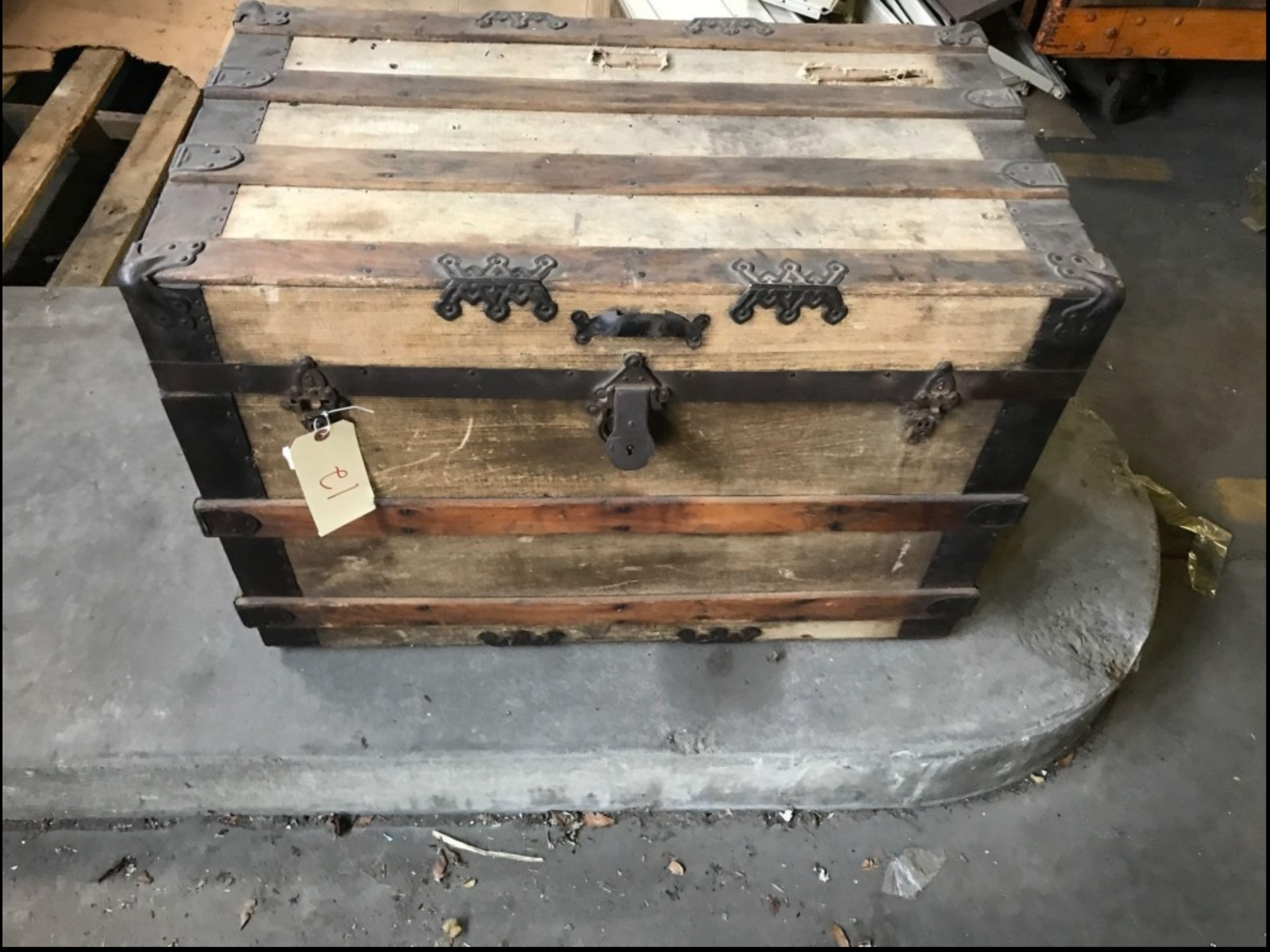 DD Vintage wood  Chest