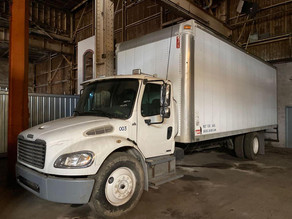 82a-12007-freightliner-m2-24ft-box-truc