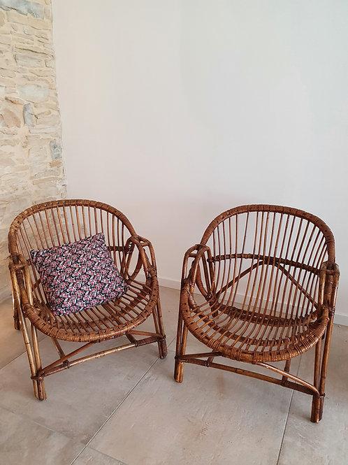 2 fauteuils coquilles en rotin