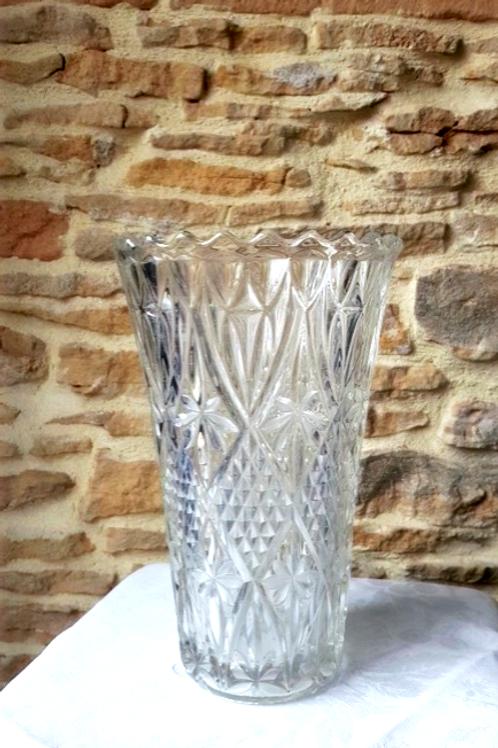 Vase en verre ciselé