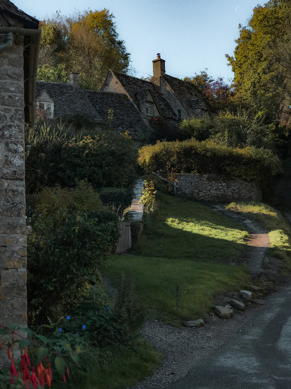 THE COTSWOLDS GUIDE BIBURY.JPG