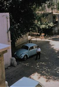 מכונית תכלת תל אביב.jpg