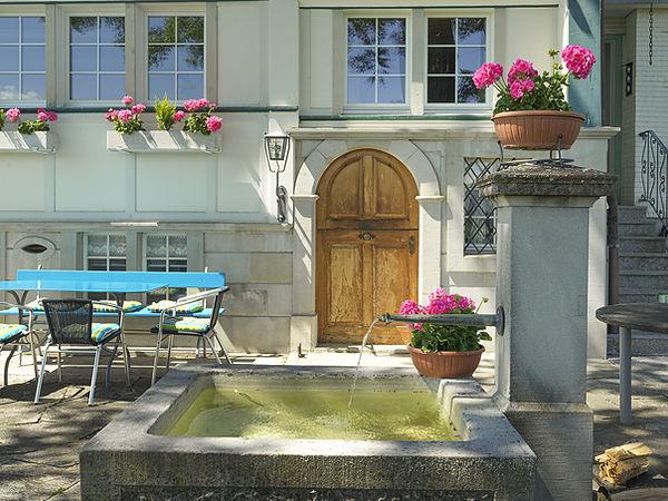 Pension Alpenheim Teufen, Garten, Sitzplatz, Brunnen