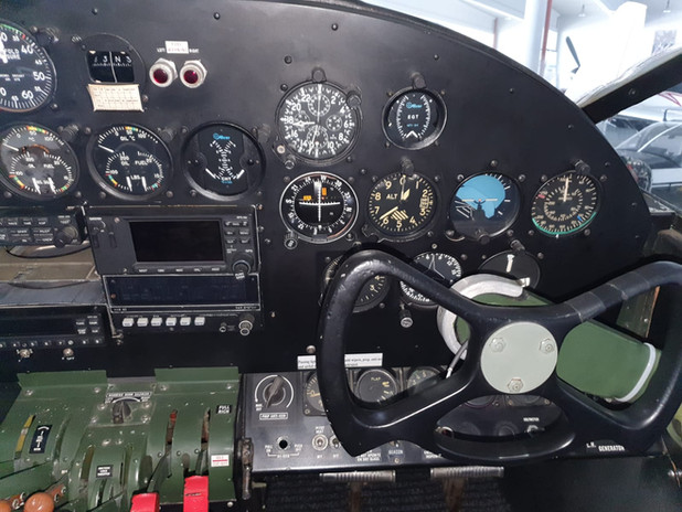 Copilot instrument panel N9550Z