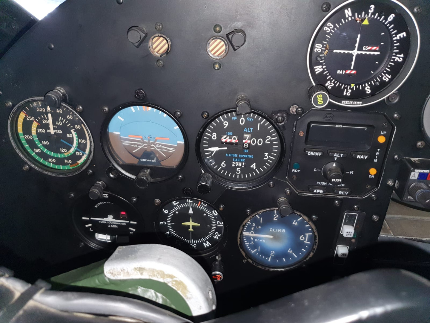 LH side of instrument panel N9550Z