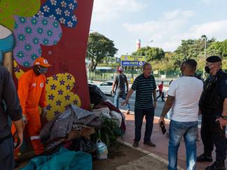 Prefeitura de São Paulo passa o rapa e leva pertences de moradores de rua
