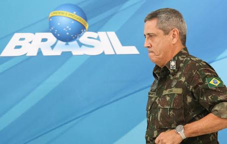 Questionado sobre vigilância russa, general Braga Netto comenta o assunto
