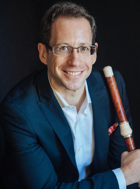 Zohn, headshot with baroque flute.jpg