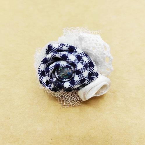 Barrette Fleur blanche et bleue à careaux