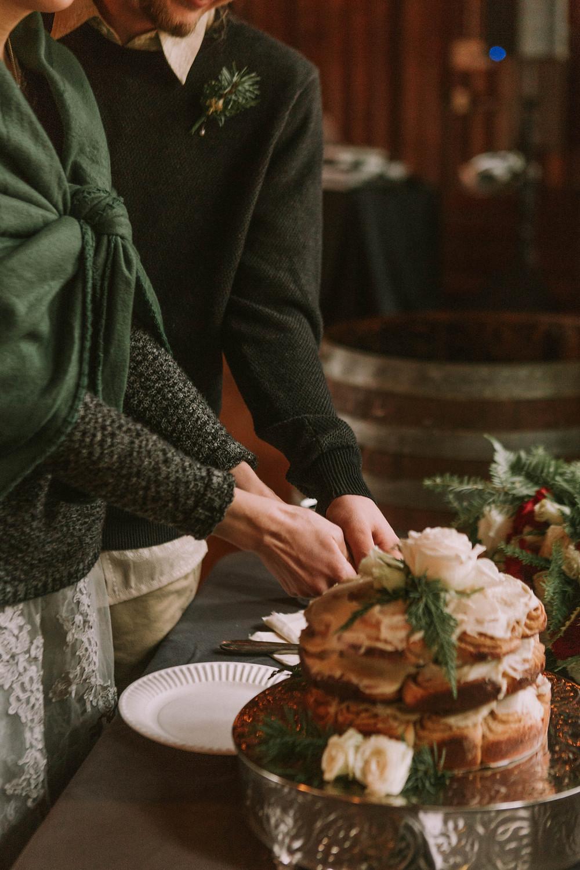 Cinnamon Roll Cake DIY Forest Green Gray Weddings