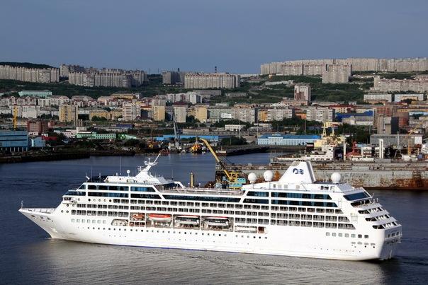 Круизные лайнеры часто заходят летом