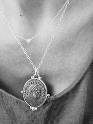Collier pendentif pièce de monnaie antiq