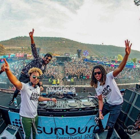AFRO BROS Rock The Sunburn Festival 2018