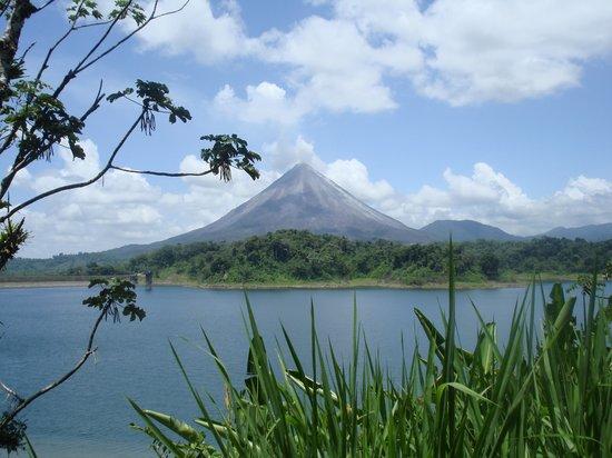 arenal-volcano-and-lake