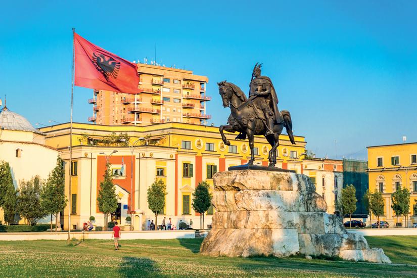 (Image)-image-Albanie-tirana-skanderbeg-