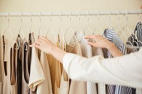 Одежда висит