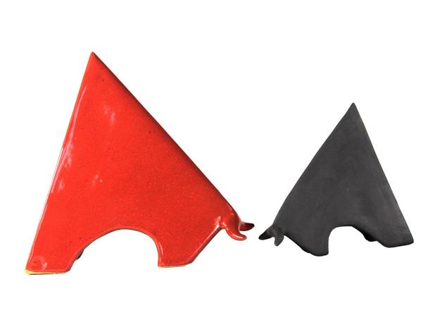 toro triangolare maiolica e bucchero cm. 17-15-13-11