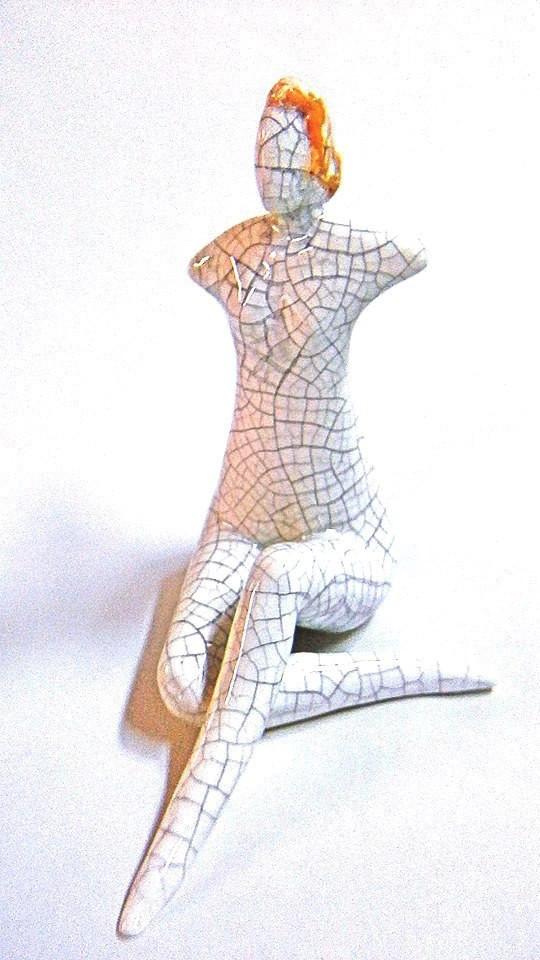 donna seduta cm. 24