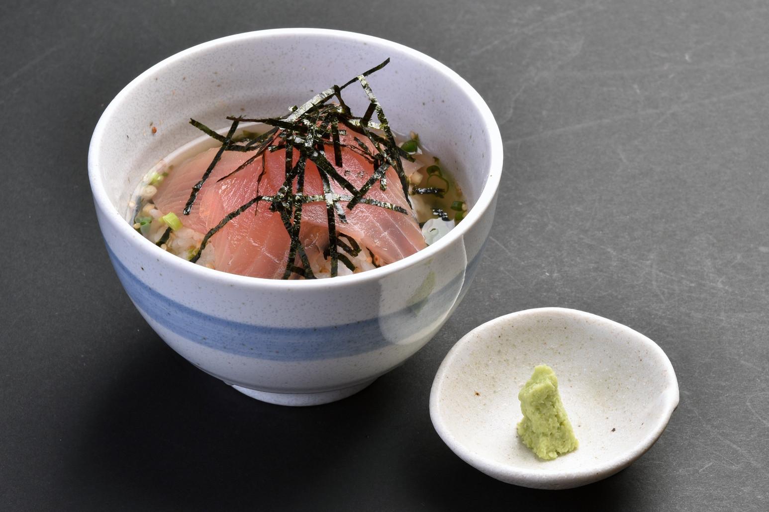 お茶漬け(マグロ漬け)