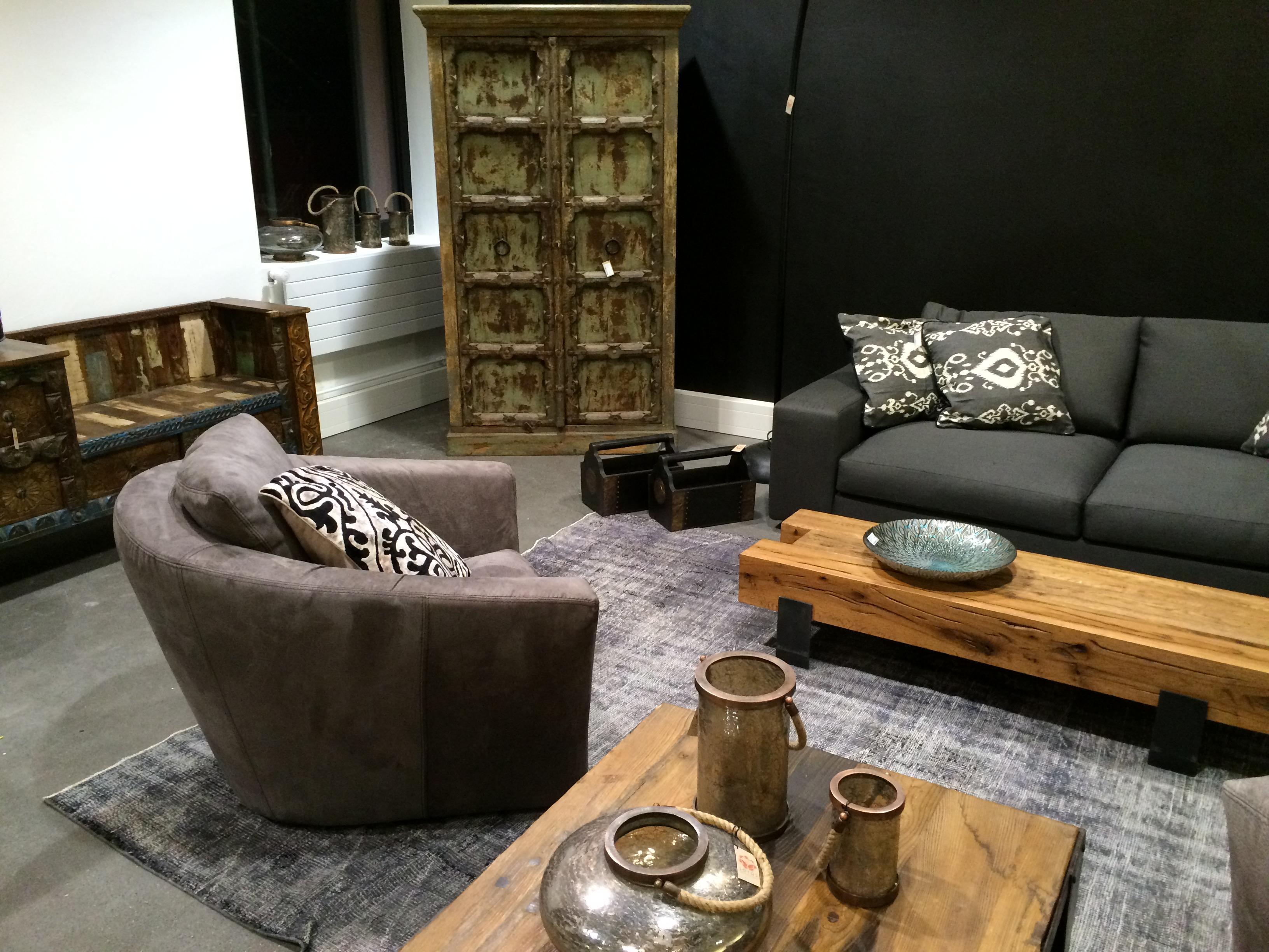 30 - showroom impressions