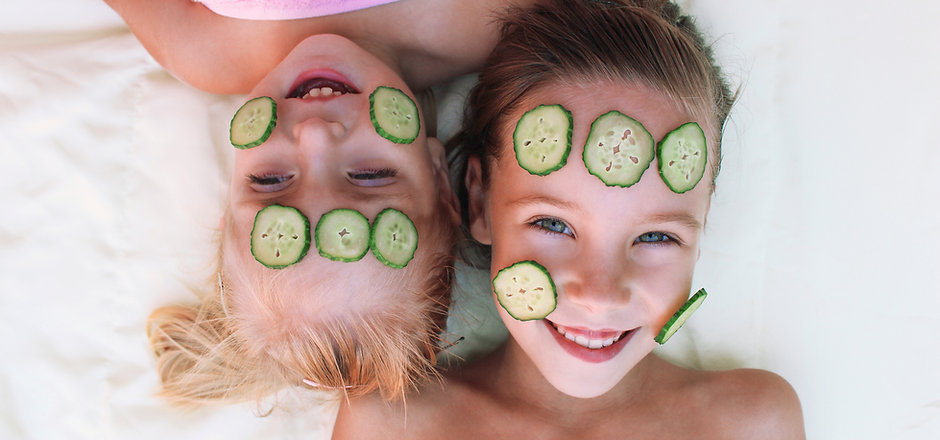 Chicas con Facial de Pepino