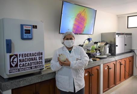 FEDECACAO registra su colección de microorganismos para estudios científicos