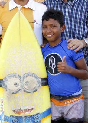 Conheça Adriano de Sousa, um paracuruense que se destaca no surf