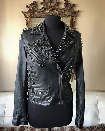 Womens Black Studs on Black, Size Small/6-8