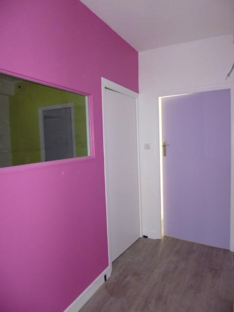 Salle de change (rose) et bureau