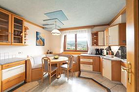 Unser Schmuckstück sieht nicht nur gut aus, sondern ist auch mit allem ausgestattet, was ambitionierte Hobby-Köche glücklich macht!