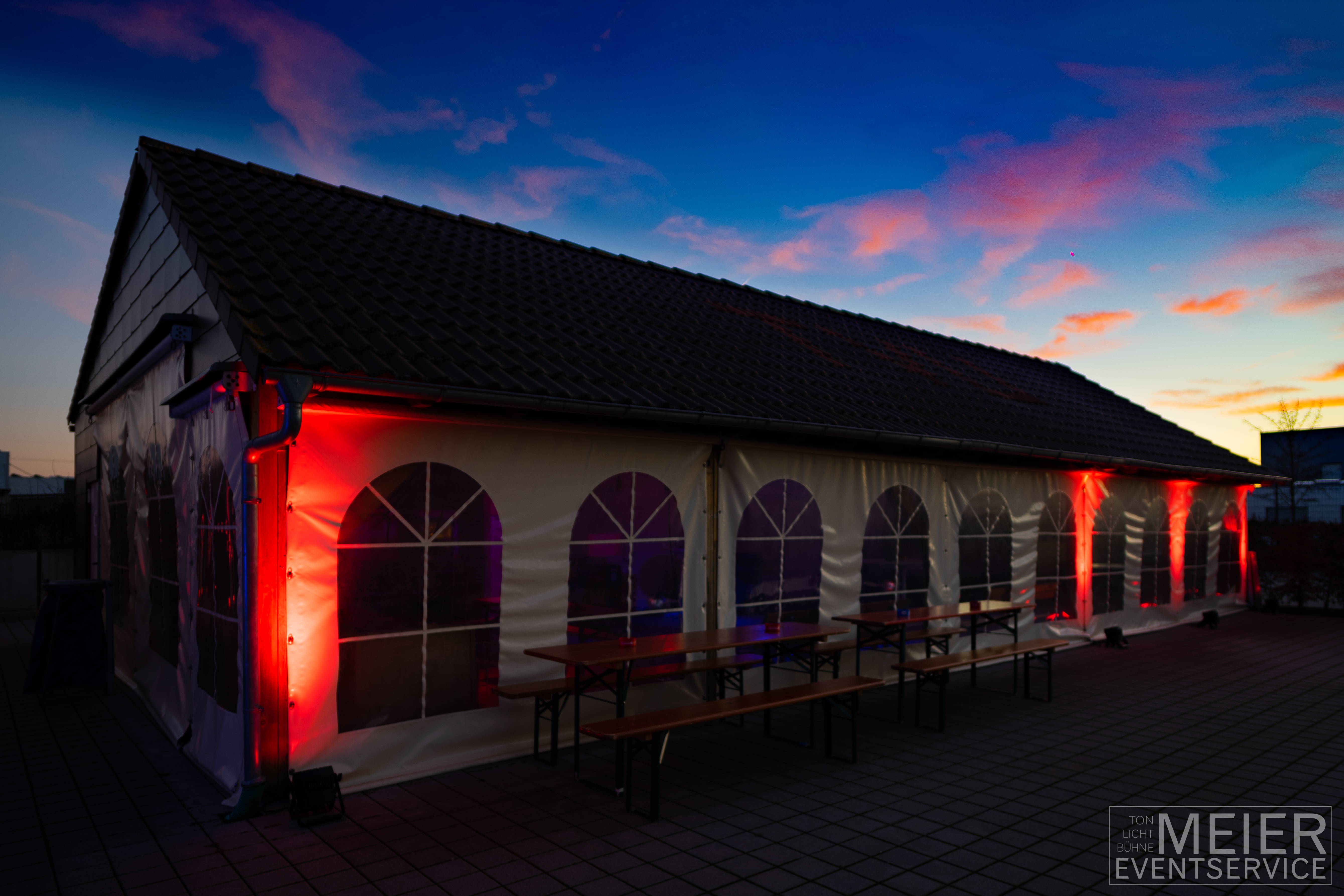 Beleuchtetes Zelt, Firmenfeier mit Meier Eventservice