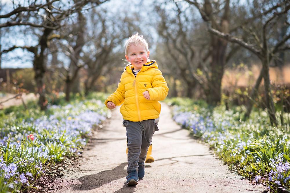 aberdeen-children-family-photography-boy-running-cambo-estate