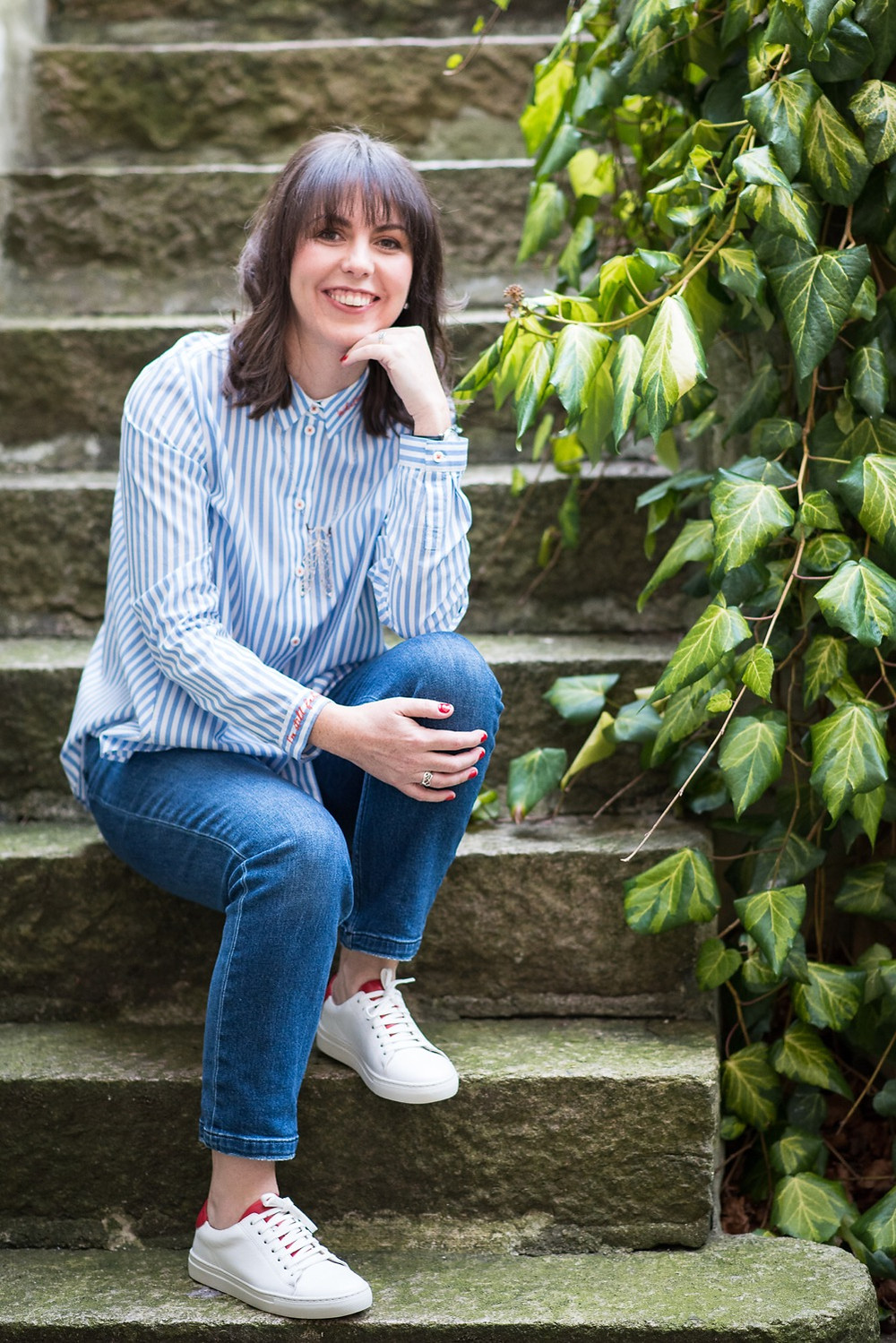 aberdeen-branding-ommerial-business-photography-pampicks-sitting-on-steps-with-green-foliage