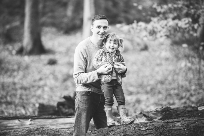 best-aberdeen-family-children-photographer-stonehaven-father-and-daughter-photosession-in-dunnottar-woods