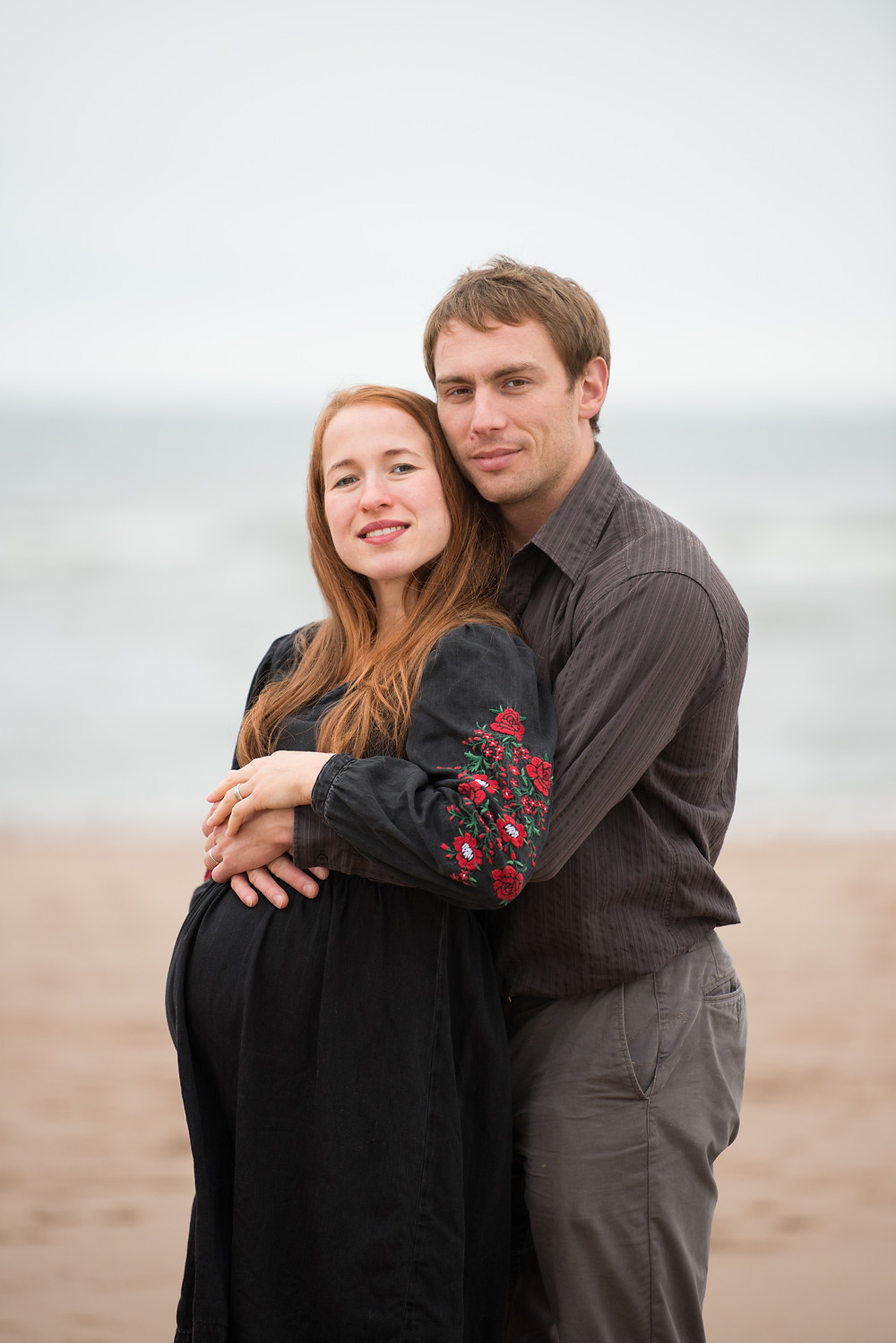 best-aberdeen-family-photographer-natural-light-lifestyle-st-cyrus-montrose-beach-couple-hugging-maternity-pregnancy-portrait