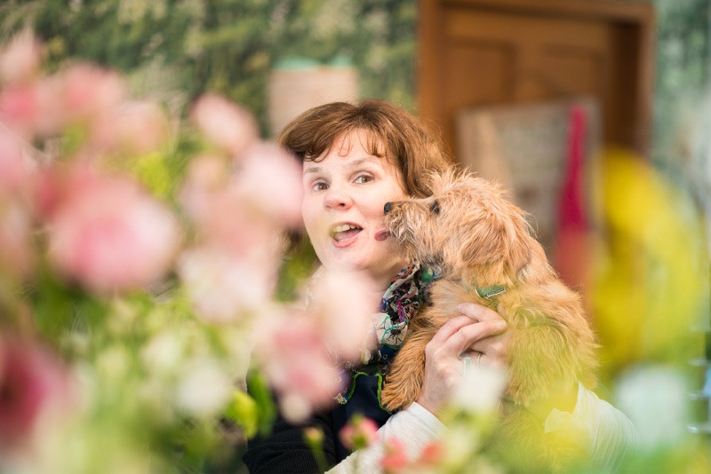 aberdeen-angus-business-commercial-photography-the-flower-pavilion-headshot-lady-with-dog