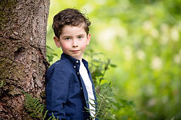 aberdeen-family-photographer-boy-leaning