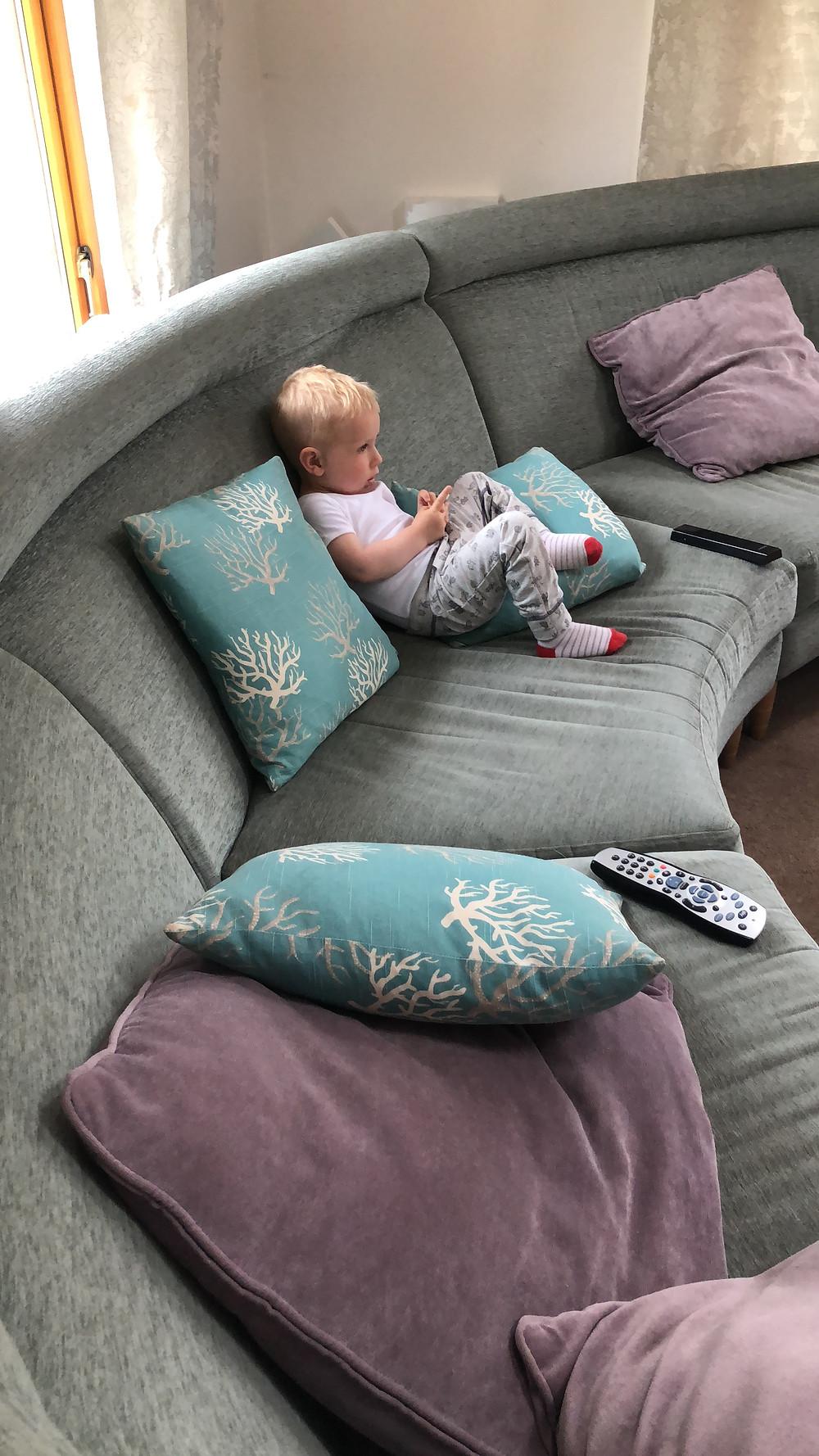 Best-aberdeen-family-children-photographer-montrose-arbroath-indoor-lifestyle-natural-light-boy-on-sofa