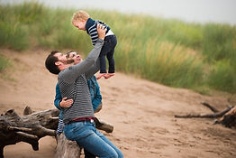 aberdeen-family-photographer-dad-lifting-baby-on-beach