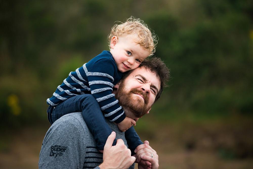Best-aberdeen-family-children-photographer-montrose-arbroath-aberdeenshire-beach-st-cyrus-outdoors-natural-light-boy-sitting-on-dads-shoulders