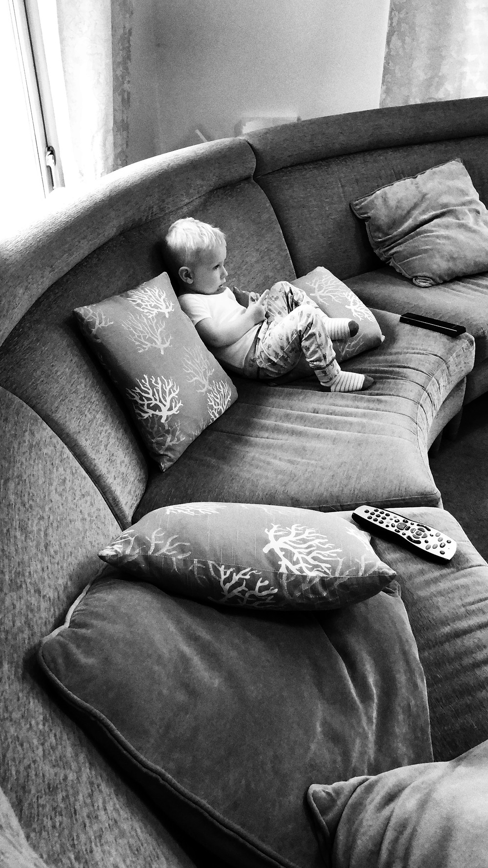 Best-aberdeen-family-children-photographer-montrose-arbroath-indoor-lifestyle-natural-light-boy-on-sofa-black-and-white