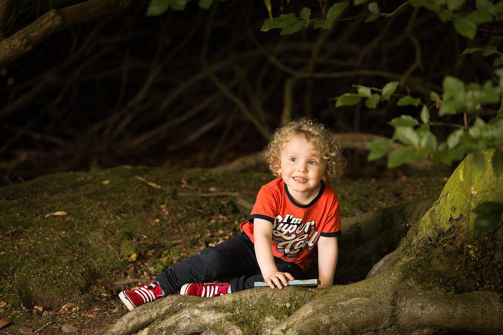 Best-aberdeen-family-children-photographer-montrose-arbroath-outdoors-natural-light-curly-hair-boy-sitting-under-tree