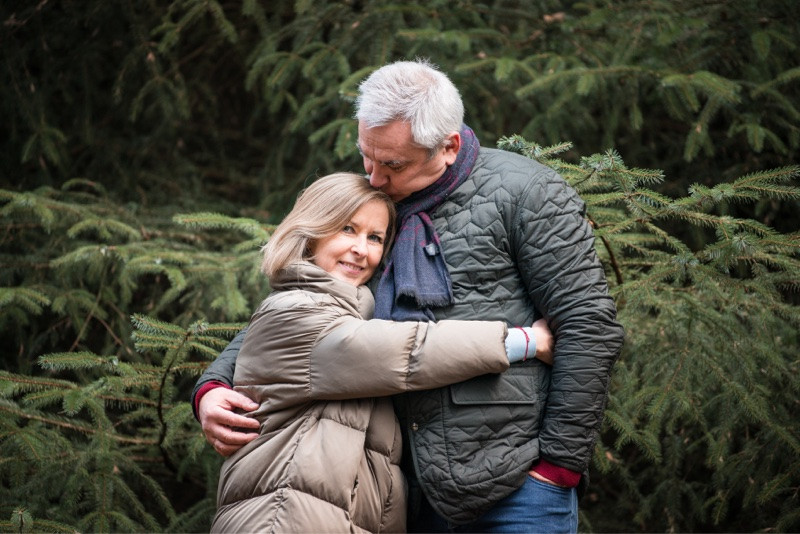 aberdeen-family-photographer-montrose-couple-hugging-in-denlethen-laurencekirk-woods