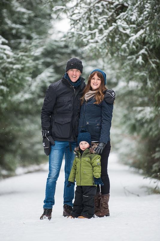 aberdeen-family-photographer-montrose-family-in-snow-denlethen-woods