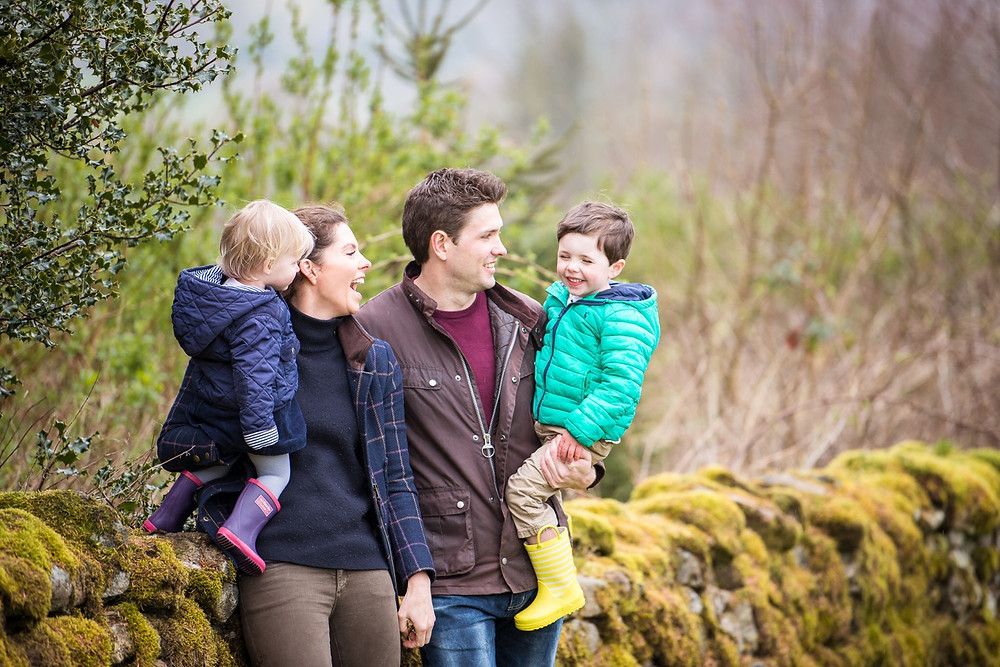 aberdeen-family-children-portrait-photographer-laughing-lifestyle-pose