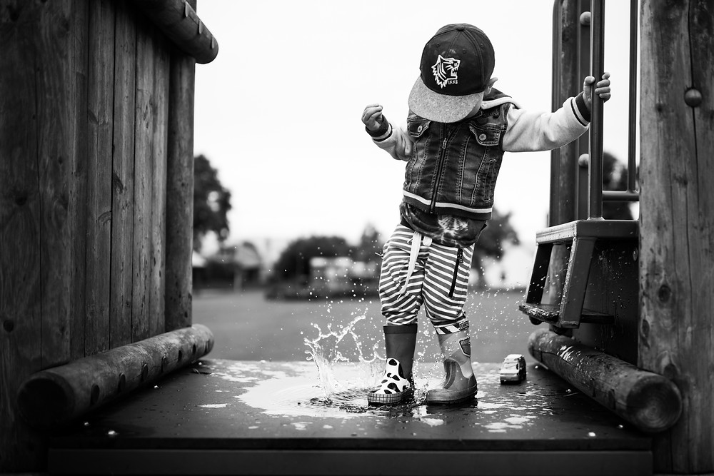 Best-aberdeen-family-children-photographer-montrose-arbroath-aberdeenshire-monochrome-boy-splashing-puddle