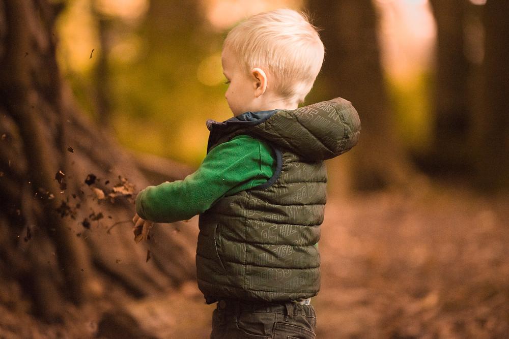 Best-aberdeen-family-children-photographer-montrose-arbroath-autumn-boy-dunnottar-woods-stonehaven-outdoors